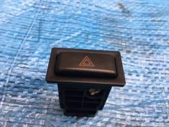 Кнопка включения аварийной сигнализации. Toyota Land Cruiser Prado, KZJ95W, VZJ90, KZJ90W, KZJ95, KDJ90, LJ90, RZJ90W, RZJ95W, RZJ95, VZJ90W, KDJ95W...