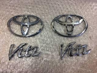 Эмблема. Toyota Echo, NCP13, NCP10, SCP10 Toyota Vitz, NCP15, SCP10, NCP10, SCP13, NCP13 Toyota Yaris, SCP10, NCP13, NCP10