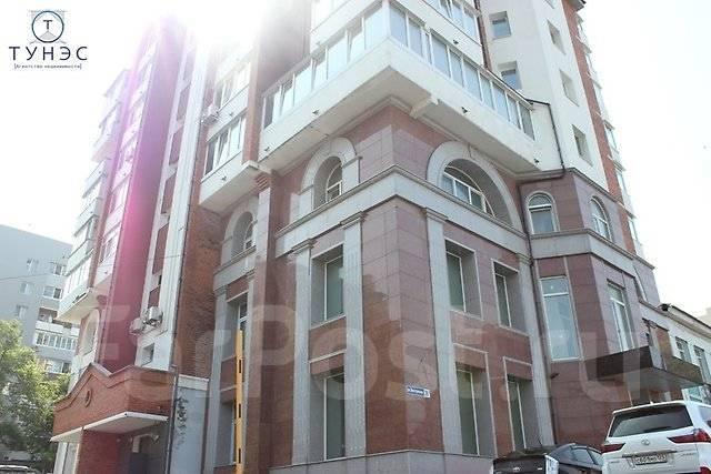Продается трехэтажное помещение на Бестужева во Владивостоке. Улица Бестужева 26а, р-н Эгершельд, 911 кв.м. Дом снаружи