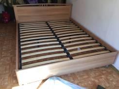 Кровати двуспальные.