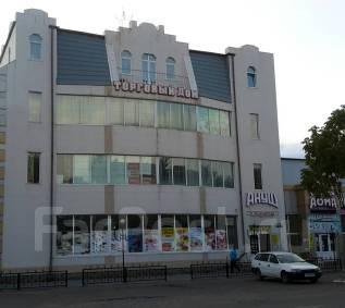 Сдам в аренду торговое помещение. 220 кв.м., улица Ленинградская 31, р-н Румынский полк