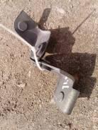 Крепление радиатора кондиционера. Nissan X-Trail, NT30 Двигатель QR20DE