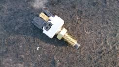 Концевик под педаль тормоза. Daihatsu Terios Kid, J111G