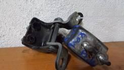 Крепление боковой двери. Honda Legend, KB1