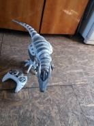 Динозавр на пультоуправлении