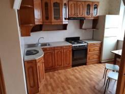 2-комнатная, улица Ладыгина 13. 64, 71 микрорайоны, частное лицо, 52кв.м. Кухня