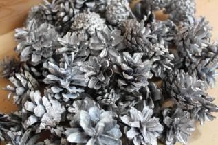 Шишки для декора и творчества белый/серебро