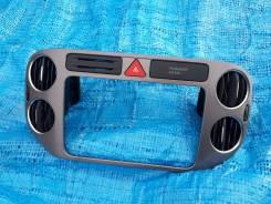 Консоль панели приборов. Volkswagen Tiguan