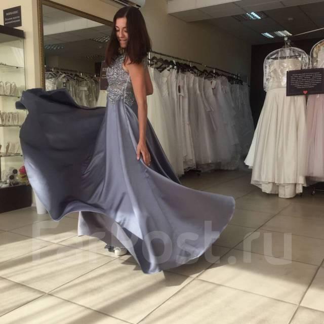 d218d72b3cb Вечернее платье из атласа цвета металлик от салона