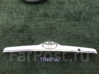 Накладка крышки багажника. Toyota Corolla, NZE121