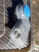 Расширительный бачок. Audi A4 Двигатель ALT