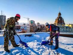 Уборка (очистка) крыш от снега, наледи и сосулек по доступным ценам!