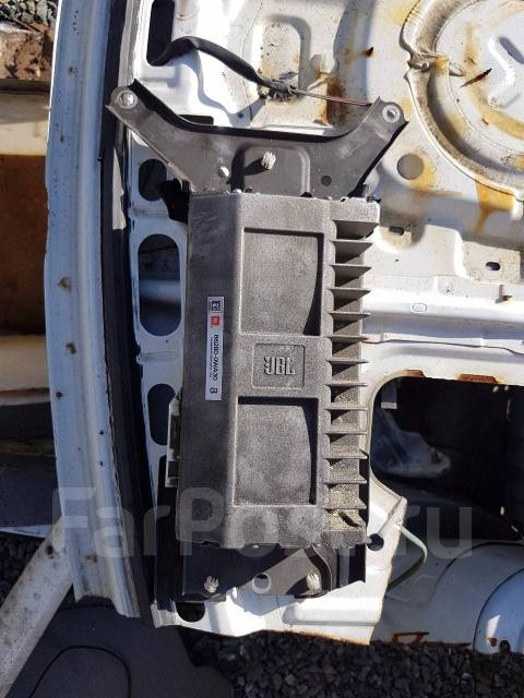 Усилитель JBL на Land Cruiser 200