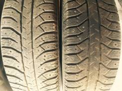 Bridgestone Ice Cruiser 7000. Зимние, шипованные, 2012 год, износ: 50%, 4 шт