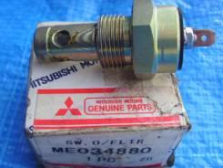 Датчик давления масла. Mitsubishi Fuso