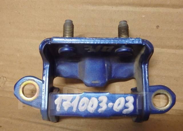 Крепление боковой двери. Nissan Tiida, C11, C11X Nissan Almera, G15