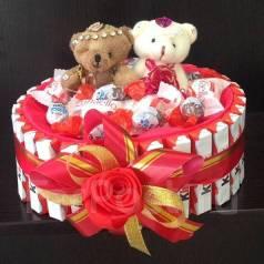 Букет конфет рафаэлло Подарок на Новый год ребенку торт из киндеров