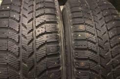 Bridgestone Ice Cruiser 5000. Зимние, шипованные, 2014 год, износ: 30%, 2 шт