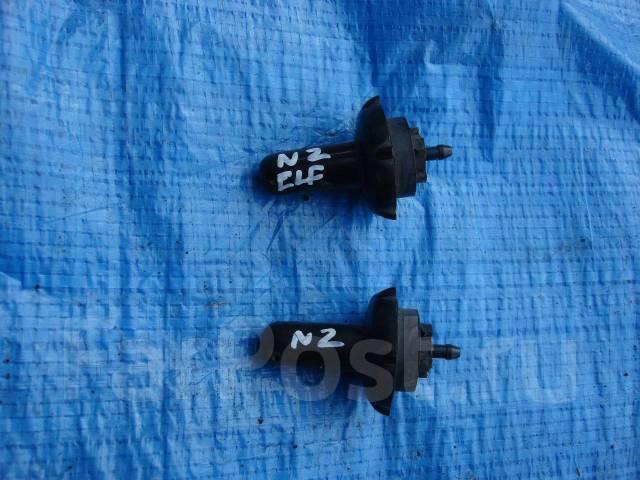 Форсунка омывателя. Isuzu Elf, NHS69 Двигатель 4JG2