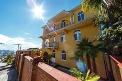 Прекрасный дом в Сочи, с видом на море. Шоссе Сухумское 33, р-н Хостинский, площадь дома 440 кв.м., централизованный водопровод, отопление газ, от аг...