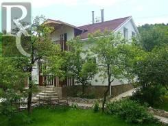 Продам двухэтажный загородный дом с большим участком 13 соток. С. Широкое, р-н Нахимовский, площадь дома 133 кв.м., скважина, отопление централизован...
