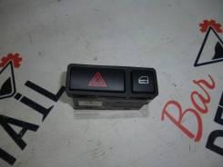 Кнопка включения аварийной сигнализации.