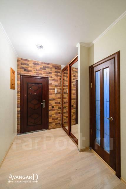 2-комнатная, улица Светланская 117. Центр, 54 кв.м. Прихожая