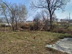 Продам земельный участок в п. Угловое. 600 кв.м., собственность, электричество, от агентства недвижимости (посредник). Фото участка
