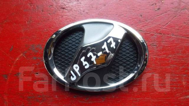 Эмблема решетки. Toyota Vitz, KSP90