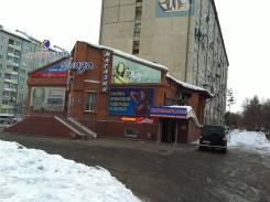 Сдается в аренду торговое помещение. 52 кв.м., улица Калининская 7/1, р-н центр города. Дом снаружи