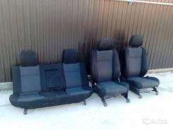 Лежаки и сиденья.