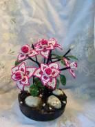 Цветы и деревья из бисера. ручная работа. сувениры.