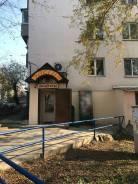Продуктовый магазин. Проспект 100-летия Владивостока 115, р-н Вторая речка, 48 кв.м. Дом снаружи