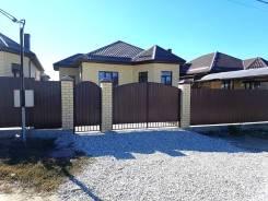 Продается 1 этажный кирпичный дом 100 кв. м. на 4 сотках. Мира, р-н Анапская, площадь дома 100,0кв.м., площадь участка 400кв.м., скважина, электри...