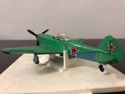 Истребитель ЯК 3 самолёт игрушки техника СССР модель + коробка 1:72.