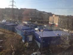 3-комнатная, улица Космонавтов 1. Тихая, агентство, 47кв.м. Вид из окна днём