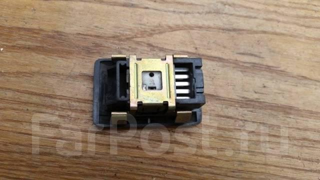 Кнопка стеклоподъемника Toyota Corolla E100