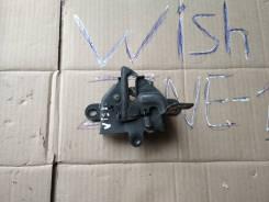 Замок капота. Toyota Wish, ZNE10, ZNE10G Двигатель 1ZZFE