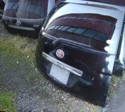 Дверь багажника. Toyota Isis