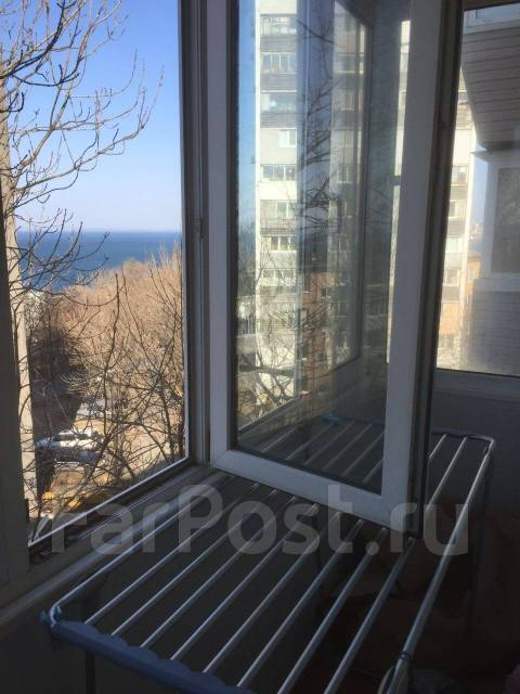 1-комнатная, улица Хабаровская 10. Первая речка, 33 кв.м. Вид из окна днем