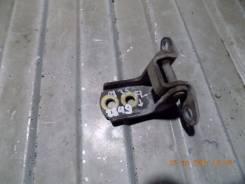 Крепление боковой двери. Infiniti M35, Y50