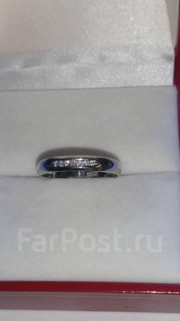 Кольцо из белого золота с 7 бриллиантами - Ювелирные изделия в ... f77e0afc485