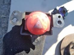 Кнопка включения аварийной сигнализации. Nissan Tino, V10 Двигатель QG18DE