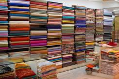 Огромный выбор тканей и аксессуаров от мировых производителей.
