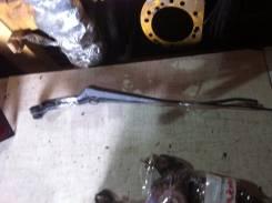 Держатель щетки стеклоочистителя. Mazda Familia, BG5P, BG5S