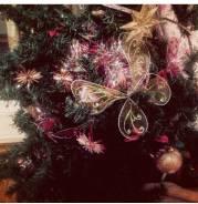Новогодяя искусственная елочка.