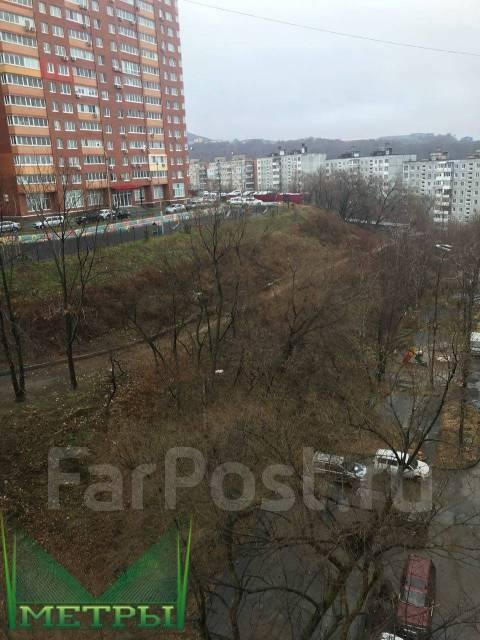 2-комнатная, улица Карбышева 14. БАМ, агентство, 46 кв.м. Вид из окна днём