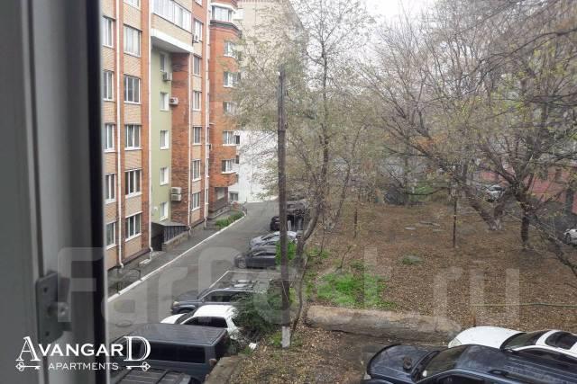 2-комнатная, улица Прапорщика Комарова 29. Центр, 54кв.м. Вид из окна днем