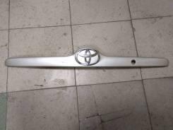 Накладка крышки багажника. Toyota Corolla, CDE120