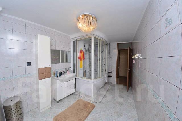 4-комнатная, улица Комсомольская 6. Центр, агентство, 110кв.м. Сан. узел